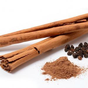 Cinnamon: sticks (ceylon cinnamon from Sri Lanka), powder, and flowers, S.Eugster via Wikimedia commons.