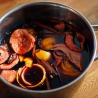 Swedish mulled wine steeping, Mr. choppers via Wikimedia commons.